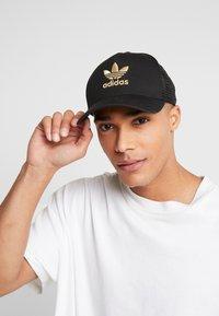 adidas Originals - TRUCKER - Caps - black/gold - 1