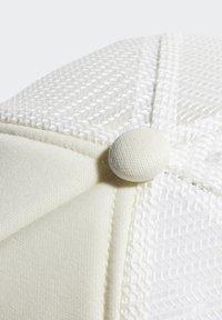 adidas Originals - PATCH TRUCKER CAP - Keps - white - 5