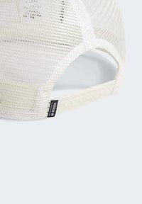 adidas Originals - PATCH TRUCKER CAP - Keps - white - 6