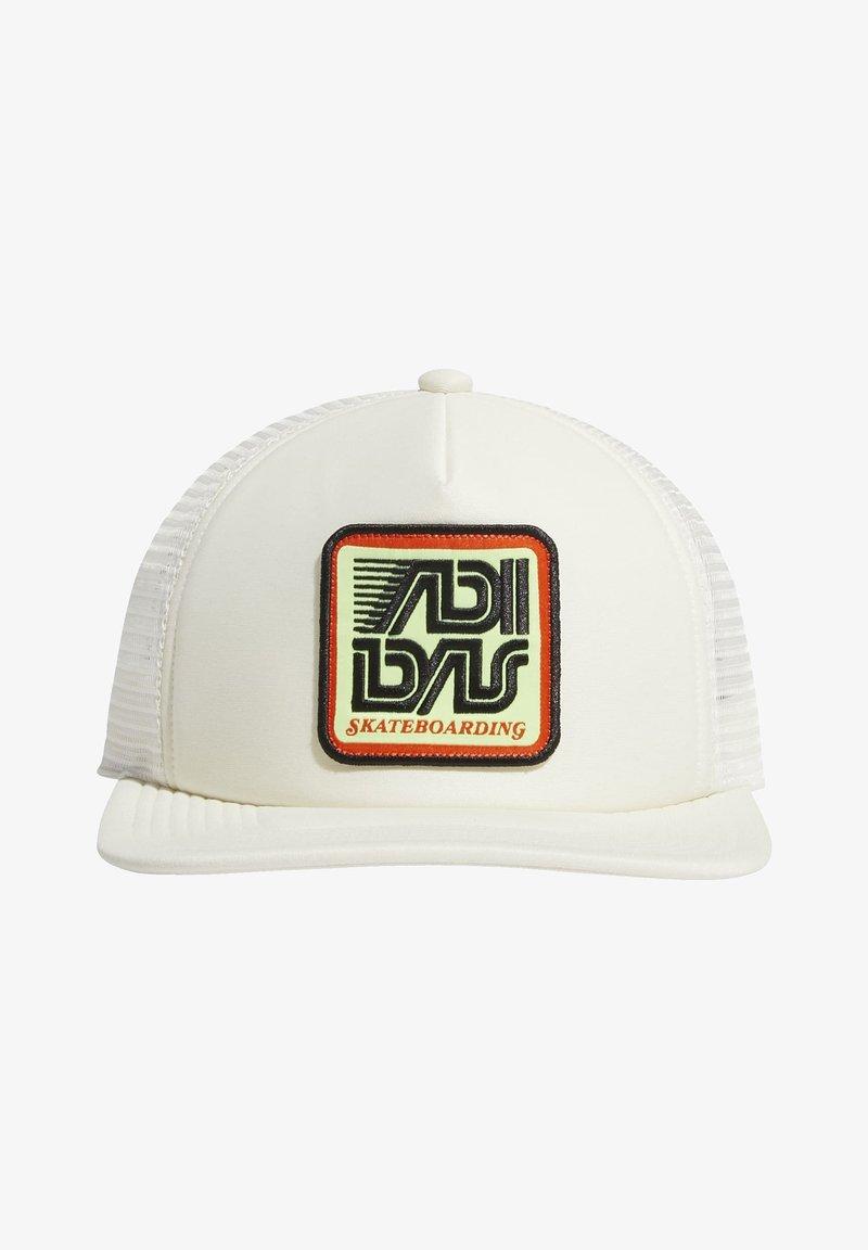 adidas Originals - PATCH TRUCKER CAP - Keps - white