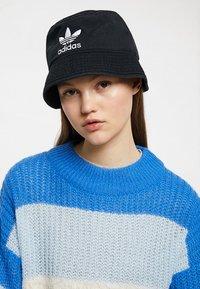 adidas Originals - BUCKET HAT - Hatte - black/white - 4
