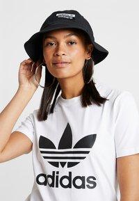 adidas Originals - REVEAL YOUR VOICE BUCKET - Klobouk - black - 4