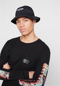 adidas Originals - REVEAL YOUR VOICE BUCKET - Klobouk - black - 1