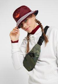 adidas Originals - BUCKET - Hat - indigo/burgundy - 4