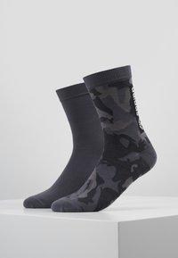 adidas Originals - CAMO CREW 2 PACK - Ponožky - grefou/grefiv/carbon - 0