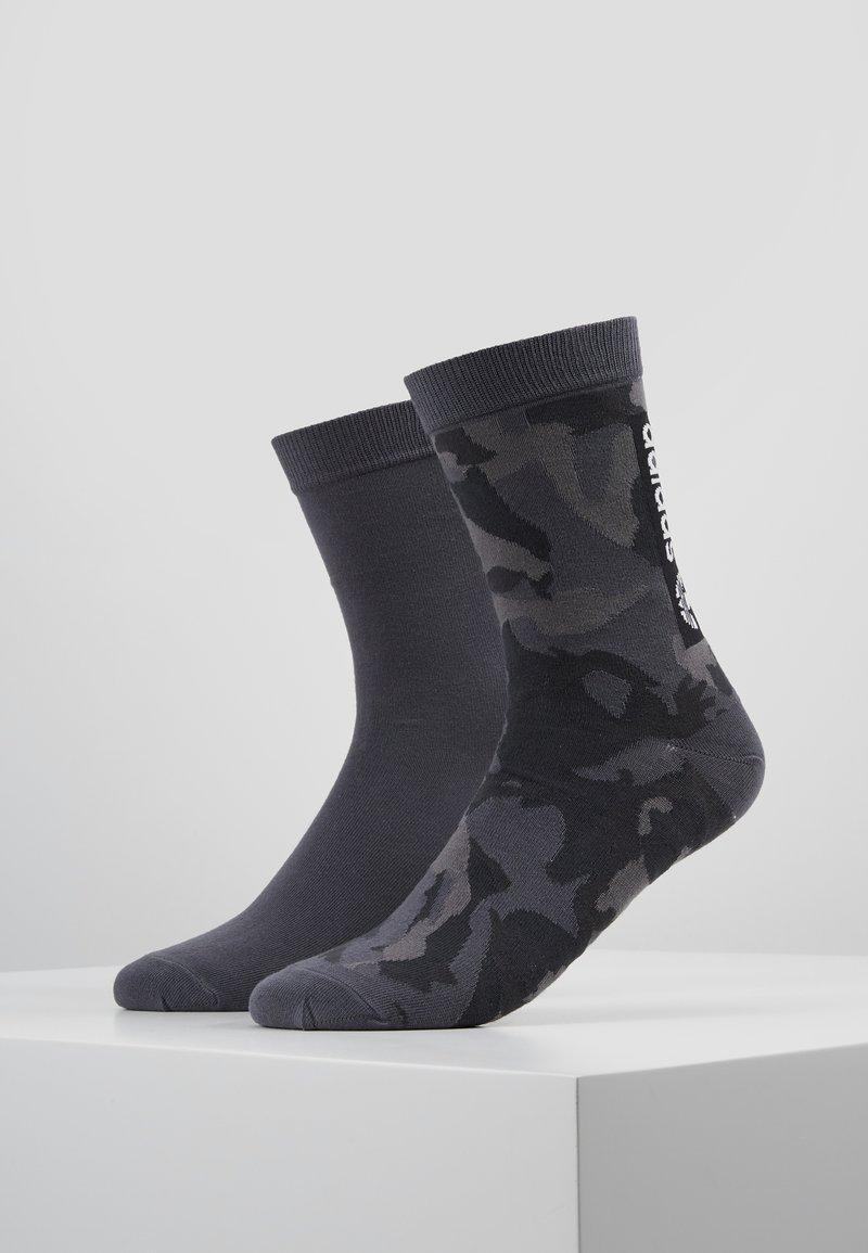 adidas Originals - CAMO CREW 2 PACK - Ponožky - grefou/grefiv/carbon