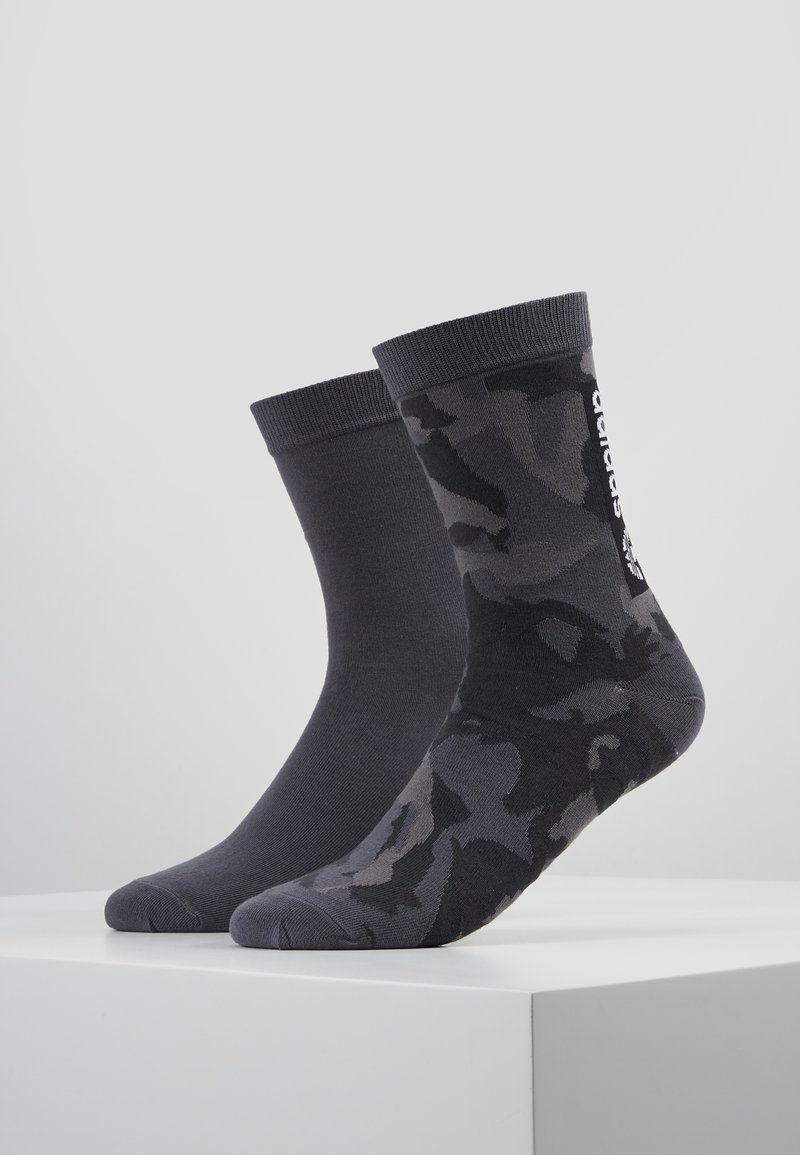 adidas Originals - CAMO CREW 2 PACK - Socks - grefou/grefiv/carbon