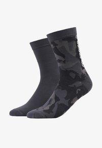 adidas Originals - CAMO CREW 2 PACK - Ponožky - grefou/grefiv/carbon - 1