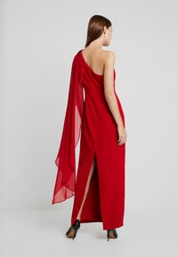 Adrianna Papell - ONE SHOULDER CAPE COLUMN GOWN - Occasion wear - cardinal - 3