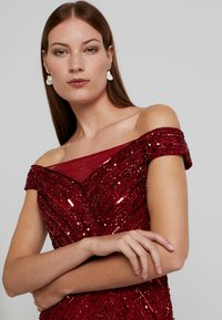 Adrianna Papell - BEADED OFF SHOULDER GOWN - Ballkjole - cranberry - 5