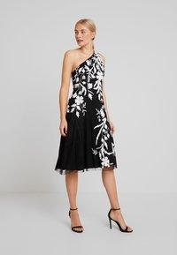 Adrianna Papell - BEADED ONE SHOULDER DRESS - Koktejlové šaty/ šaty na párty - black/ivory - 2