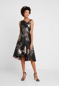 Adrianna Papell - SHORT DRESS - Koktejlové šaty/ šaty na párty - black/champagne - 0