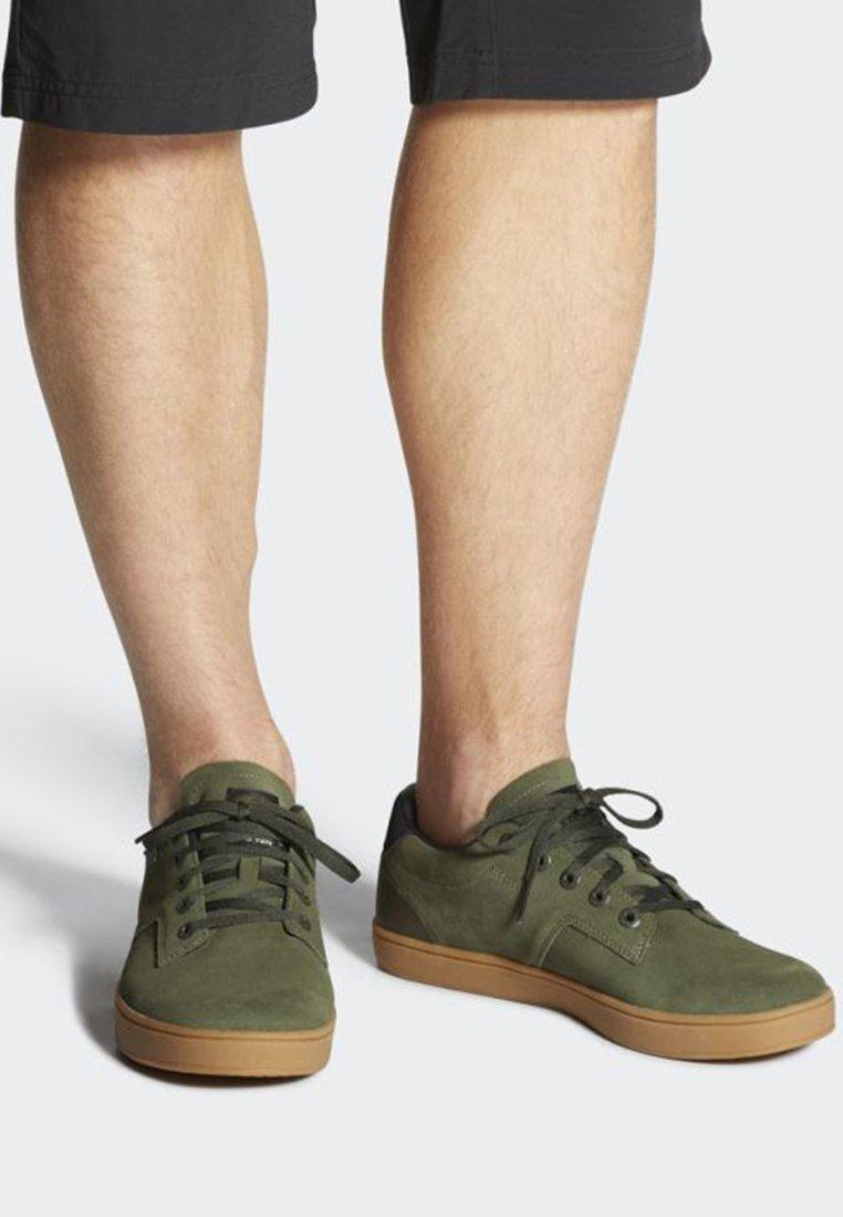 adidas Performance - FIVE TEN MOUNTAIN BIKE SLEUTH SHOES - Sneakers laag - green