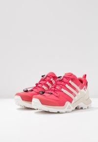 adidas Performance - TERREX SWIFT R2 GORE-TEX - Chaussures de marche - active pink/raw white/cloud white - 2
