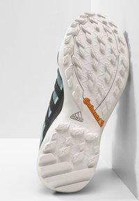 adidas Performance - TERREX SWIFT R2 GORE-TEX - Chaussures de marche - rawgreen/carbon/ashgreen - 4