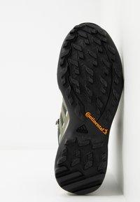adidas Performance - TERREX SWIFT R2 MID GORE-TEX - Hiking shoes - legend erath/legend green/ash grey - 4