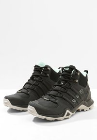 adidas Performance - TERREX SWIFT R2 MID GORE-TEX - Fjellsko - core black/ash green - 2