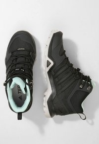 adidas Performance - TERREX SWIFT R2 MID GORE-TEX - Fjellsko - core black/ash green - 1