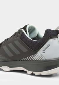 adidas Performance - TERREX TRACEROCKER GORE TEX - Obuwie do biegania Szlak - black/carbon/ashgreen - 5