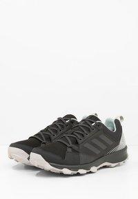 adidas Performance - TERREX TRACEROCKER GORE TEX - Trail hardloopschoenen - black/carbon/ashgreen - 2