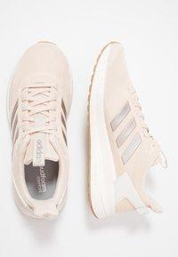 adidas Performance - QUESTAR RIDE - Laufschuh Neutral - linen/platin metallic/clow white - 1