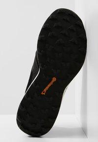adidas Performance - TERREX AGRAVIC XT GORE TEX - Běžecké boty do terénu - core black/grey/ash green - 4