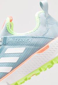 adidas Performance - TERREX SPEED LD - Obuwie do biegania Szlak - ash green/footwear white - 5