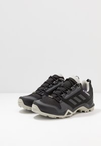 adidas Performance - TERREX AX3 GORE-TEX - Trekingové boty - core black/dough solid grey/purple tint - 2