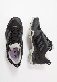 adidas Performance - TERREX AX3 GORE-TEX - Trekingové boty - core black/dough solid grey/purple tint - 1