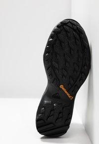 adidas Performance - TERREX AX3 MID GORE TEX - Zapatillas de senderismo - carbon/core black/active pink - 4