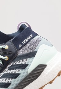 adidas Performance - TERREX FREE HIKER - Outdoorschoenen - light solid grey/legend ink/purple tint - 6