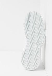 adidas Performance - GAMECOURT - Massakentän kengät - footwear white/blue tint - 4