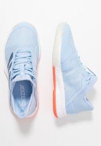 adidas Performance - ADIZERO CLUB - Zapatillas de tenis para tierra batida - glow blue/tech ink/hi-res coral - 1