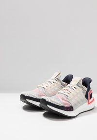 adidas Performance - ULTRABOOST 19 - Obuwie do biegania treningowe - brown/footwear white/legend ink