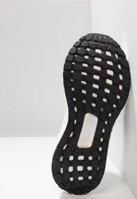 adidas Performance - ULTRABOOST 19 - Neutrální běžecké boty - core black/grey six/grey four - 4
