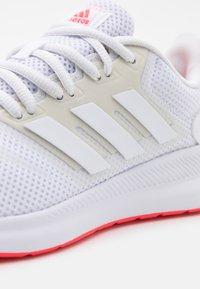 adidas Performance - RUNFALCON - Obuwie do biegania treningowe - footwear white/signal pink - 5