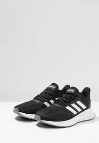 adidas Performance - RUNFALCON - Obuwie do biegania treningowe - core black/footwear white/grey three - 2