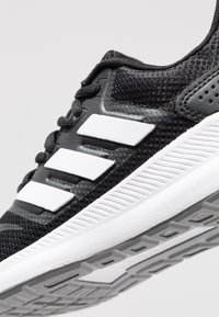 adidas Performance - RUNFALCON - Obuwie do biegania treningowe - core black/footwear white/grey three - 5