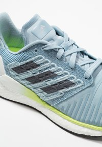 adidas Performance - SOLAR BOOST - Laufschuh Neutral - ash grey/onix/hi-res yellow - 5