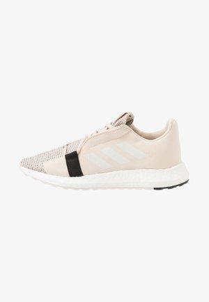 SENSEBOOST GO - Neutrální běžecké boty - footwear white/core black
