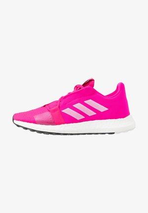 SENSEBOOST GO - Juoksukenkä/neutraalit - shock pink/footwear white/real magenta