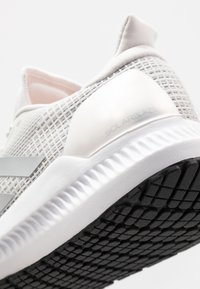 adidas Performance - SOLAR BLAZE - Neutrální běžecké boty - grey one/silver metallic/core black - 5