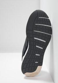 adidas Performance - SOORAJ VERUM CLOUDFOAM RUNNING SHOES - Obuwie do biegania treningowe - core black/grey five - 4