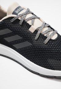 adidas Performance - SOORAJ VERUM CLOUDFOAM RUNNING SHOES - Obuwie do biegania treningowe - core black/grey five - 5