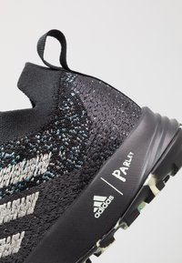 adidas Performance - TERREX TWO PARLEY TRAIL RUNNING SHOES - Obuwie do biegania Szlak - core black/linen green/carbon - 5