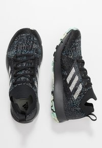 adidas Performance - TERREX TWO PARLEY TRAIL RUNNING SHOES - Obuwie do biegania Szlak - core black/linen green/carbon - 1