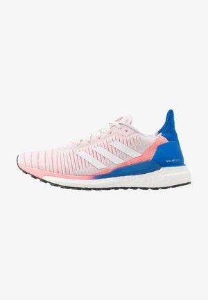 SOLAR GLIDE 19 - Obuwie do biegania treningowe - crystal white/footwear white/glow blue