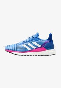 real blue/footwear white/shock pink