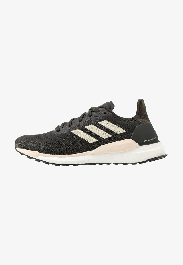 SOLAR BOOST 19 - Neutral running shoes - legend earth/linen/core black