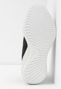 adidas Performance - ALPHABOUNCE PARLEY - Neutrální běžecké boty - core black/linen green/footwear white - 4